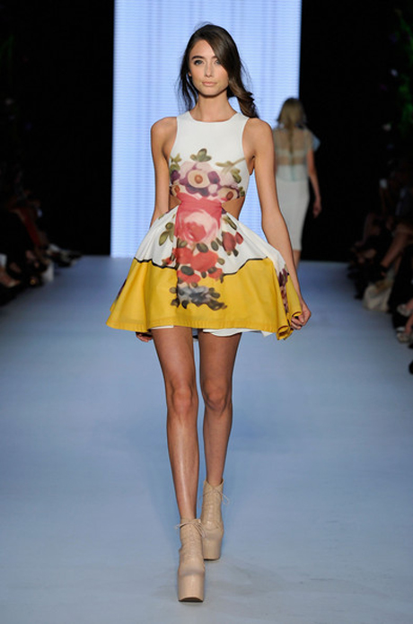 Reminding me a little of the prints Mary Katrantzou's is infamous for, this Alice McCall frock is perfection.