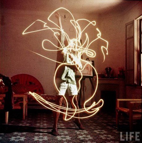 Picasso Draws With Light