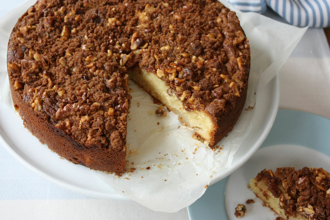 Cinnamon Pear Crumble Cake