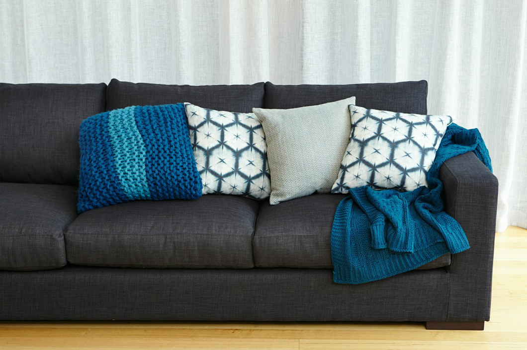 how-to-update-your-living-room-wich-cushions