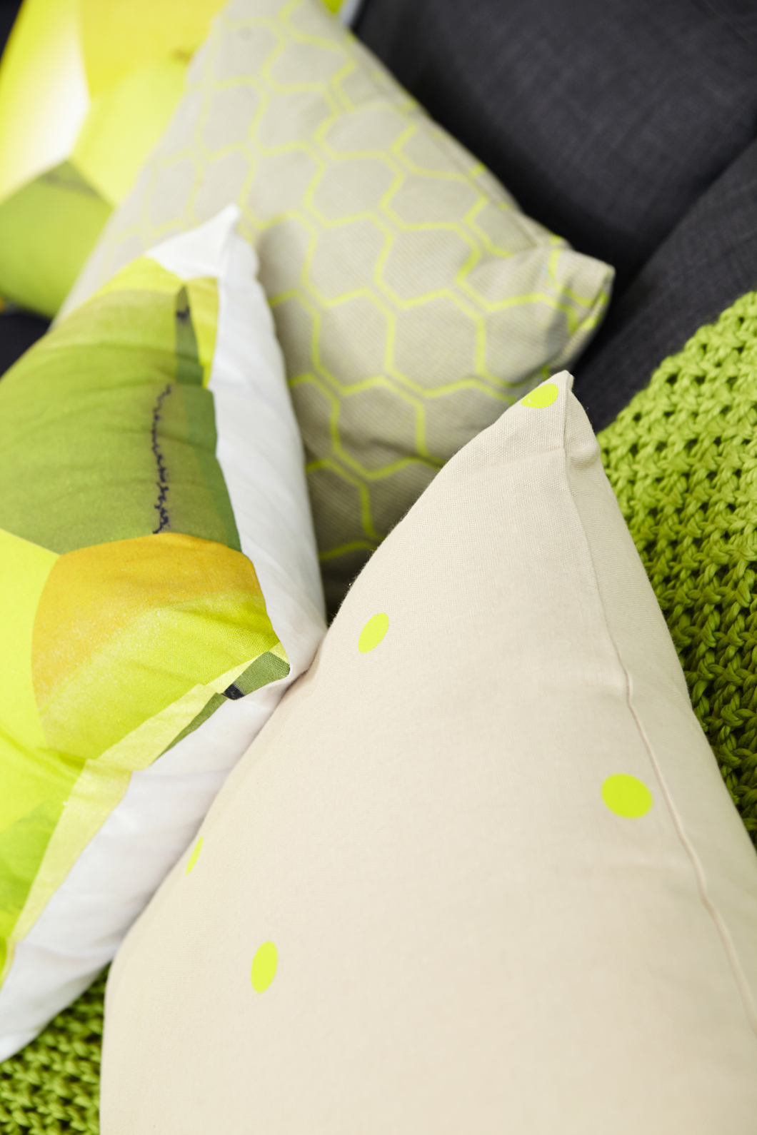 how-to-update-your-living-room-with-cushions