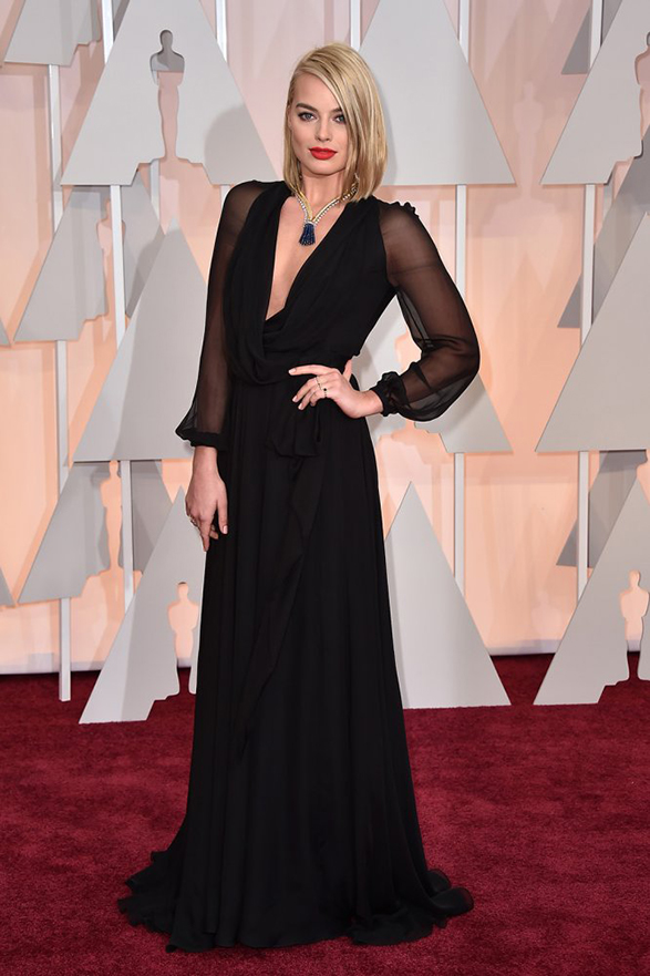 Margot-Robbie-oscars-2015-red-carpet