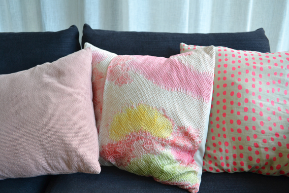 how-to-update-your-living-room-with-cushions-3how-to-update-your-living-room-with-cushions-3